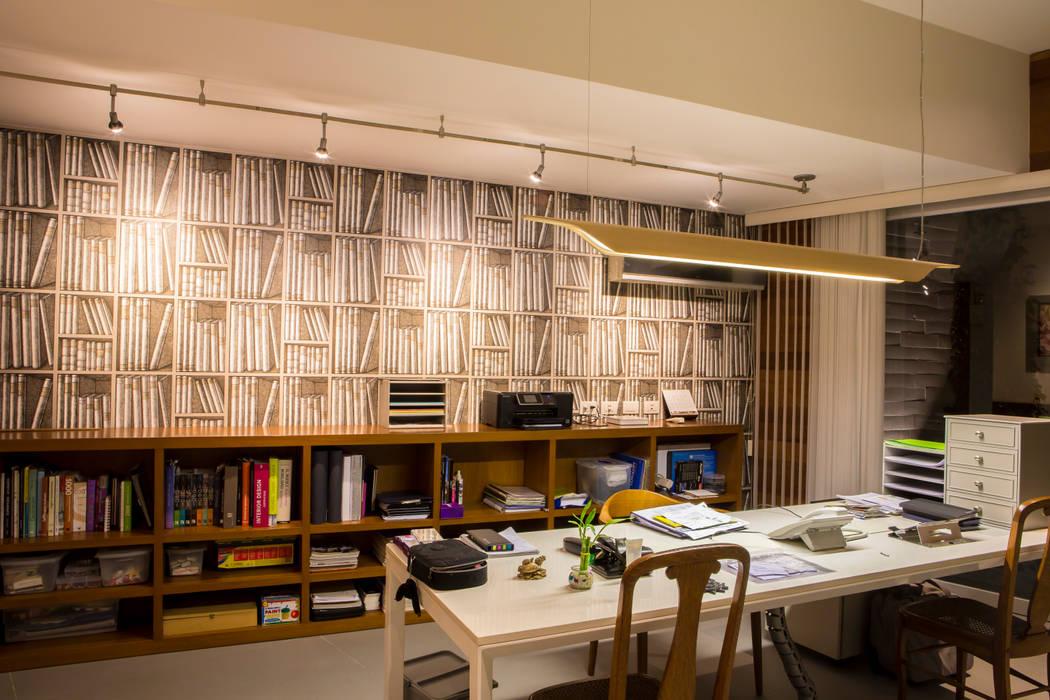 El lugar de estudio: Estudios y despachos de estilo  por DLPS Arquitectos