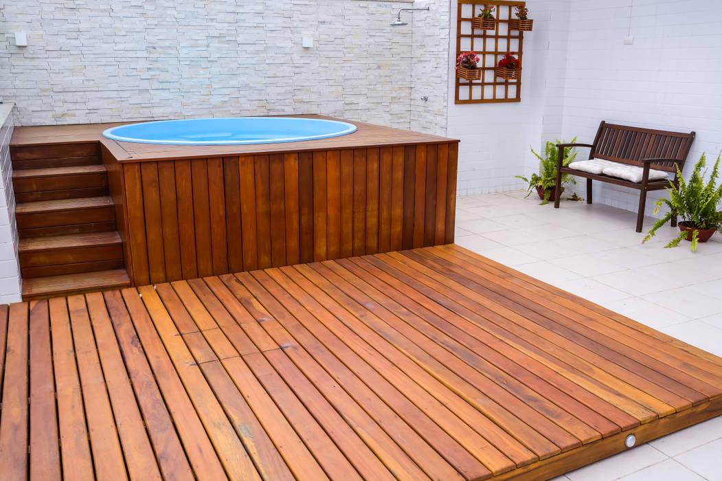 Hồ bơi phong cách hiện đại bởi Millena Miranda Arquitetura Hiện đại Gỗ Wood effect