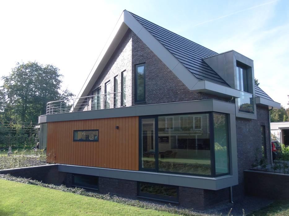 Villa te Hattem:  Huizen door ir. G. van der Veen Architect BNA