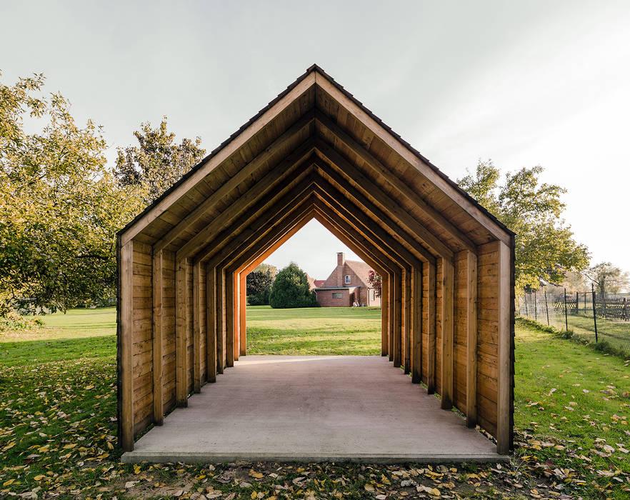 Ökonomiehaus Minimalistische Garagen & Schuppen von JAN RÖSLER ARCHITEKTEN Minimalistisch Holz Holznachbildung