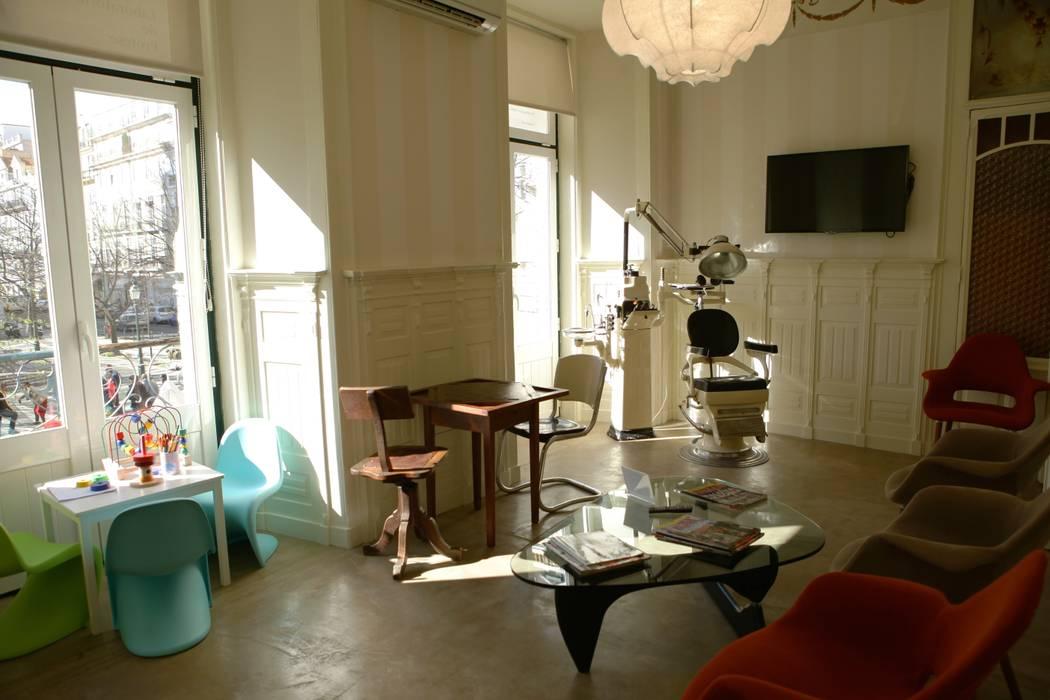 Sala de espera Clínicas eclécticas por adoroaminhacasa Eclético