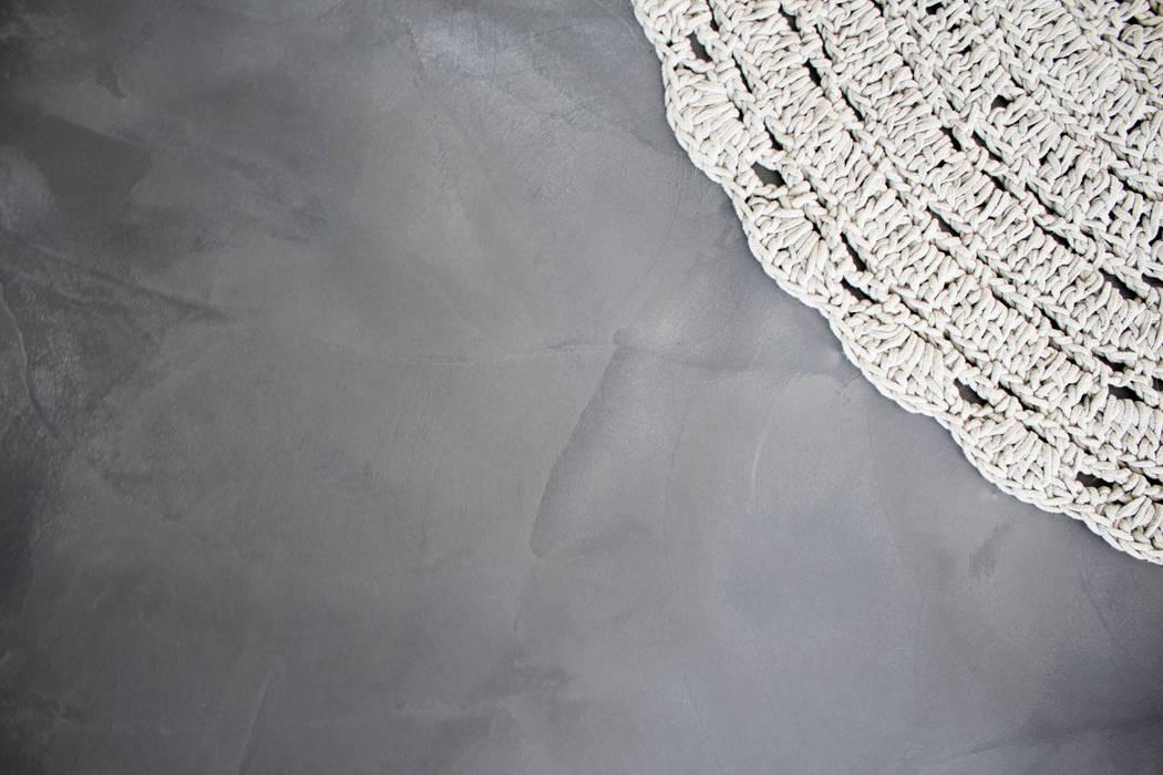 Woonbeton - Cementgebonden gietvloer:  Woonkamer door Motion Gietvloeren, Modern