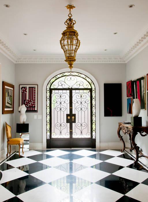 Klassische Fenster & Türen von Allan Malouf Arquitetura e Interiores Klassisch