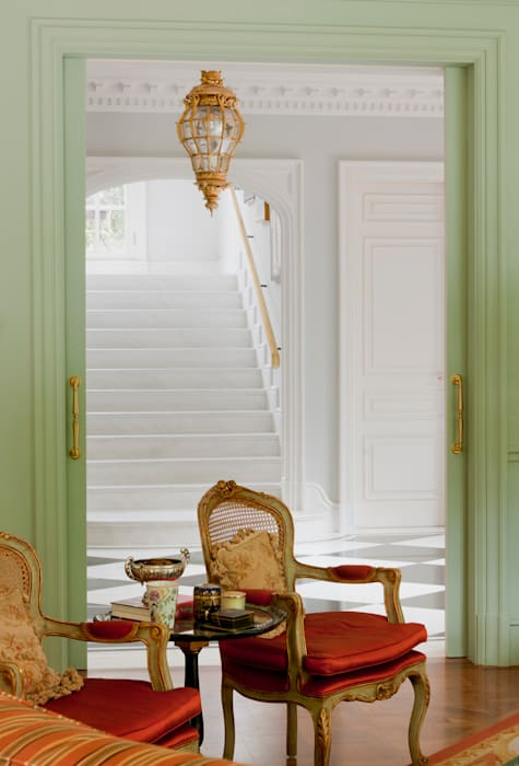 Allan Malouf Arquitetura e Interiores Classic style corridor, hallway and stairs