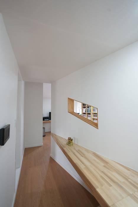 Modern corridor, hallway & stairs by ADMOBE Architect Modern