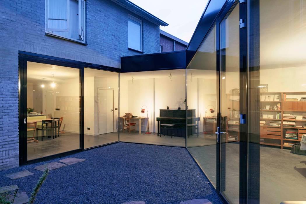 uitbreiding woonhuis:  Huizen door JMW architecten