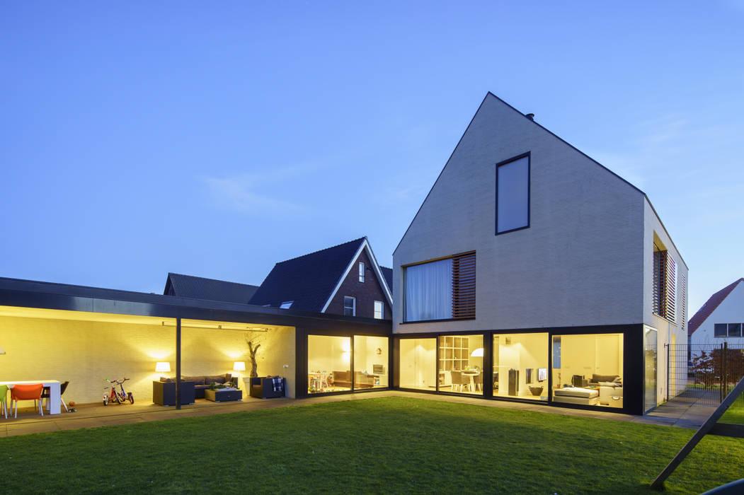 vrijstaand woonhuis particulier Moderne woonkamers van JMW architecten Modern Glas