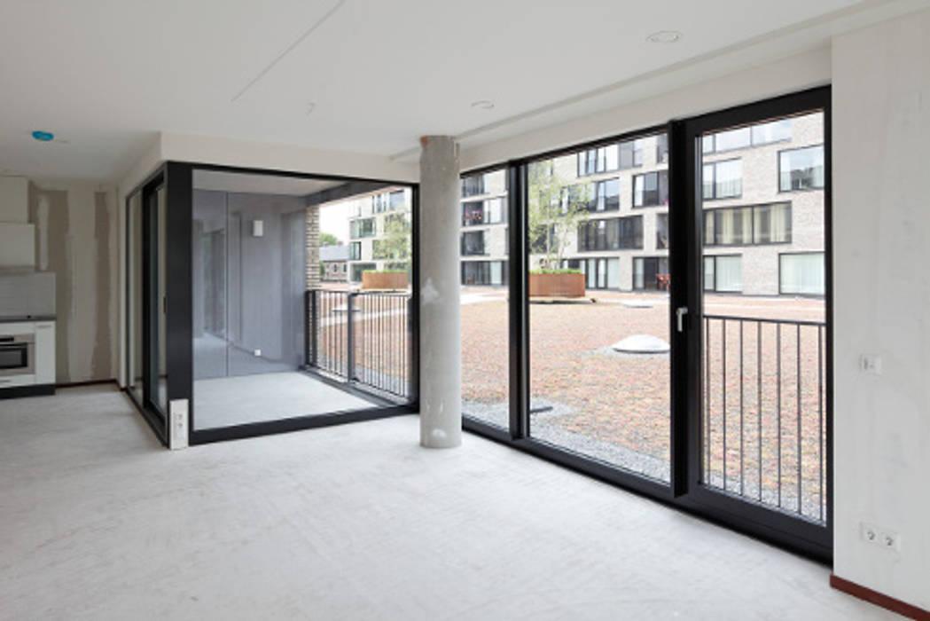 appartementen en commerciële voorzieningen Moderne ramen & deuren van JMW architecten Modern Glas