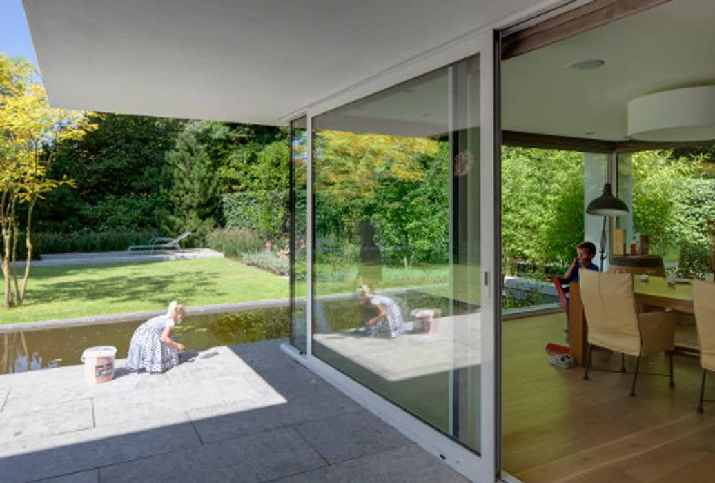 uitbreiding woonhuis Moderne balkons, veranda's en terrassen van JMW architecten Modern Glas