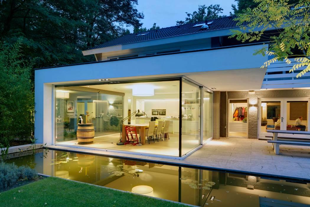 uitbreiding woonhuis Moderne tuinen van JMW architecten Modern Glas