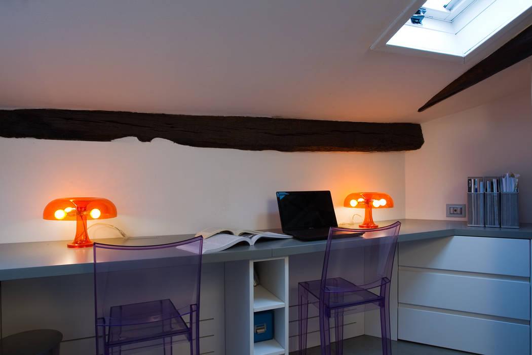 casa di ringhiera: Studio in stile  di studio ferlazzo natoli