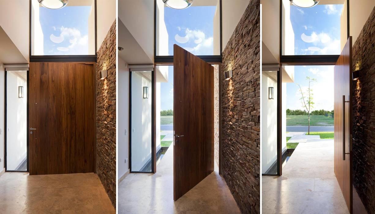 Коридор и прихожая в . Автор – Speziale Linares arquitectos, Модерн
