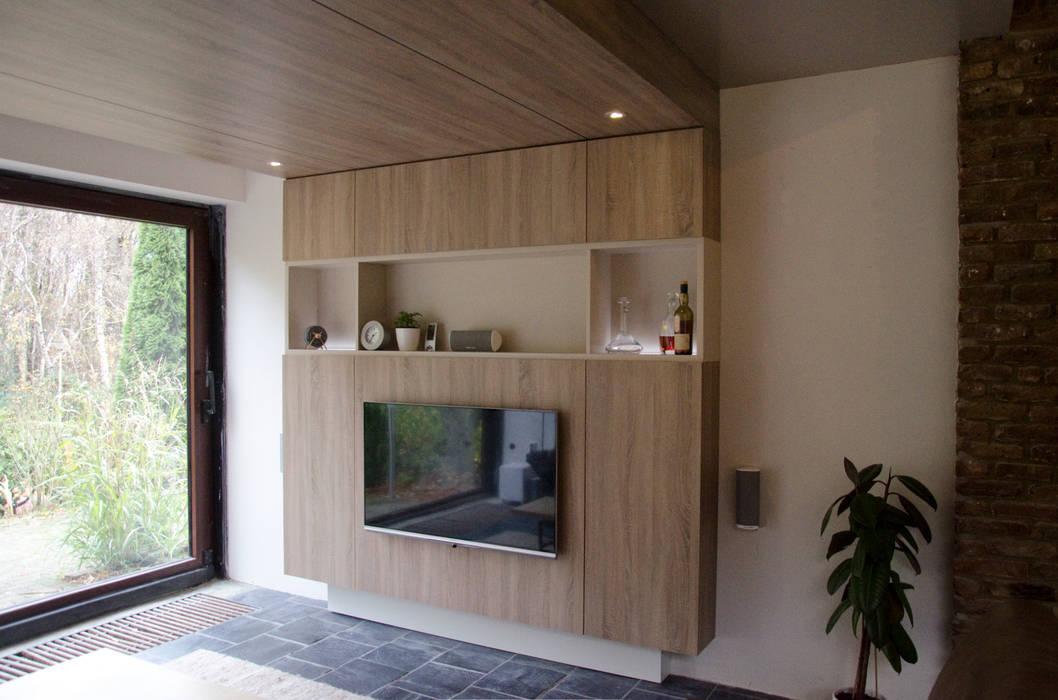Ontwerpbureau Op den Kamp Modern living room Wood