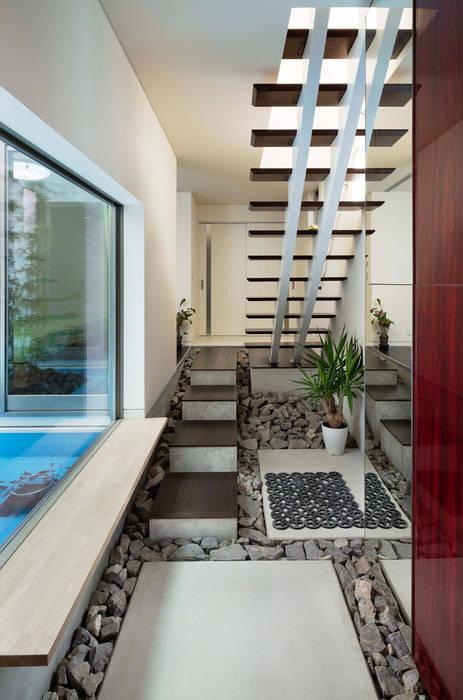 Pasillos, vestíbulos y escaleras de estilo asiático de 株式会社タバタ設計 Asiático
