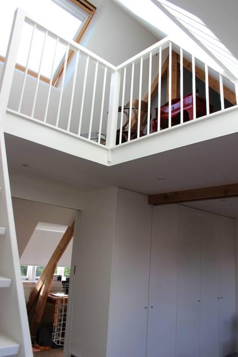 Dormitorios de estilo moderno de Dick van Aken Architectuur Moderno