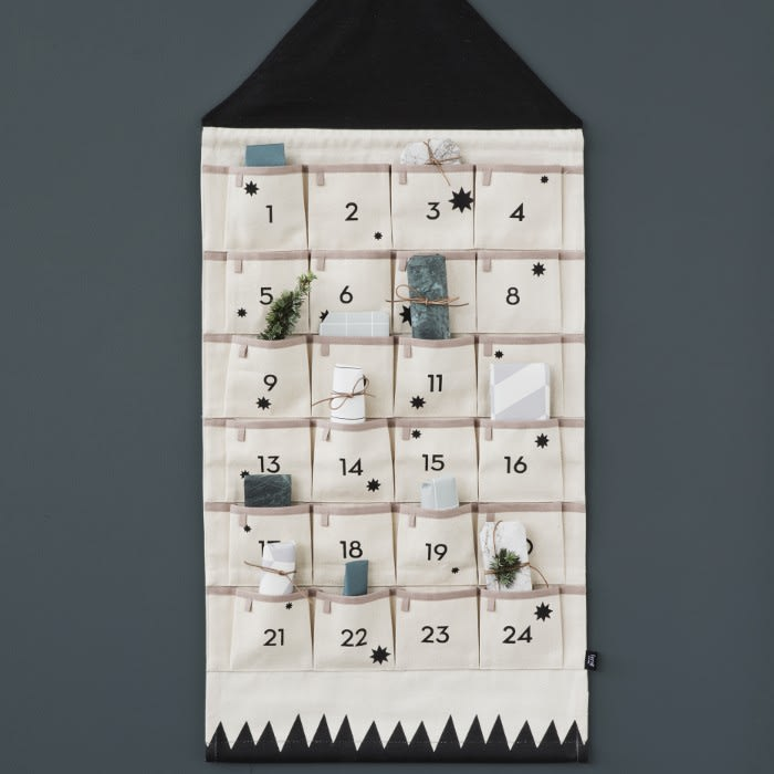 Ferm Living: House Adventskalender von found4you Skandinavisch Baumwolle Rot