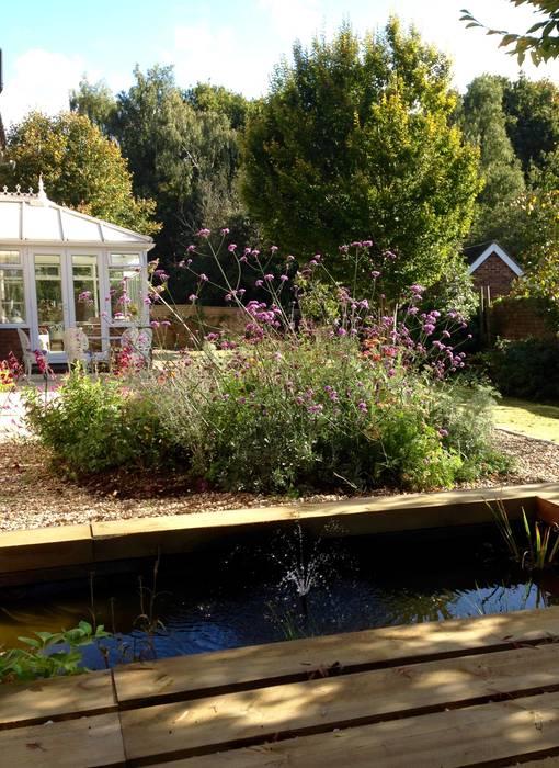 Terrazas  de estilo  por Cornus Garden Design, Moderno Madera Acabado en madera