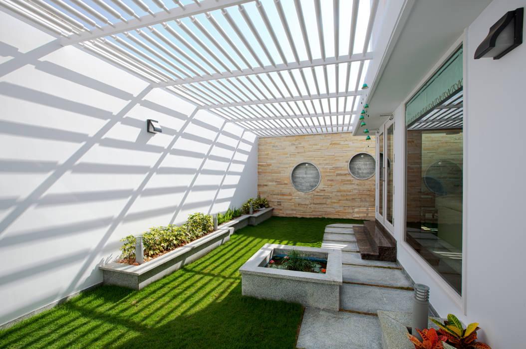 Residential Modern houses by Prabu Shankar Photography Modern
