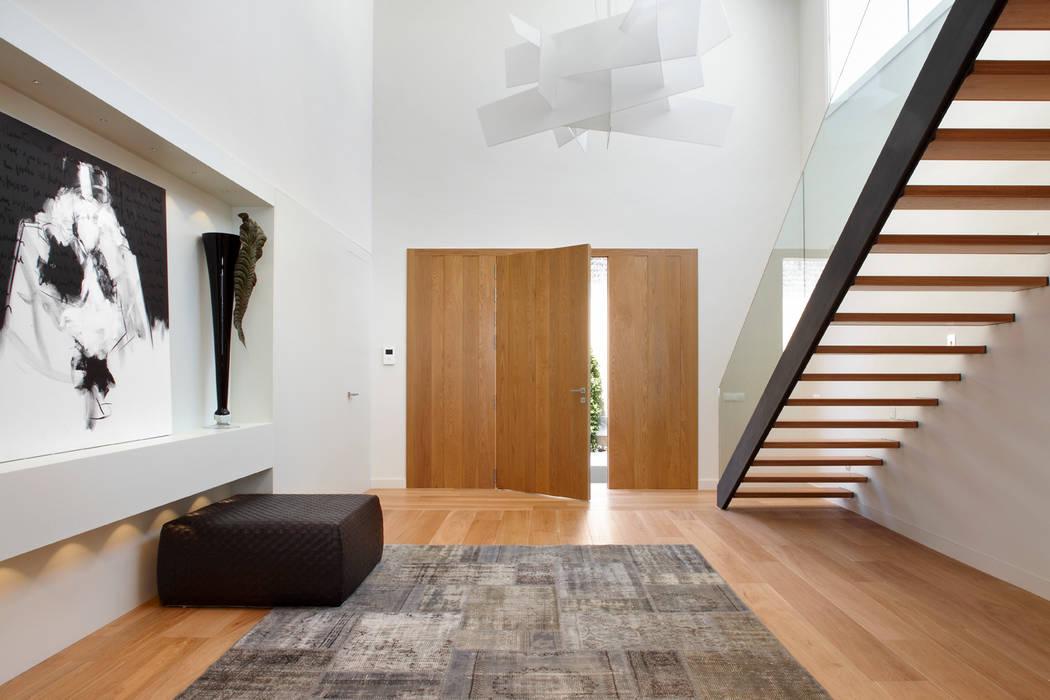 Mediterranean corridor, hallway & stairs by Molins Design Mediterranean Wood Wood effect