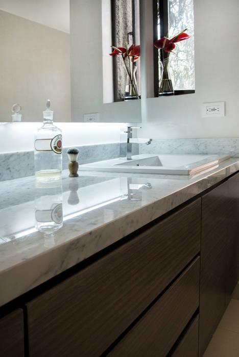 Modern bathroom by KDF Arquitectura Modern Marble