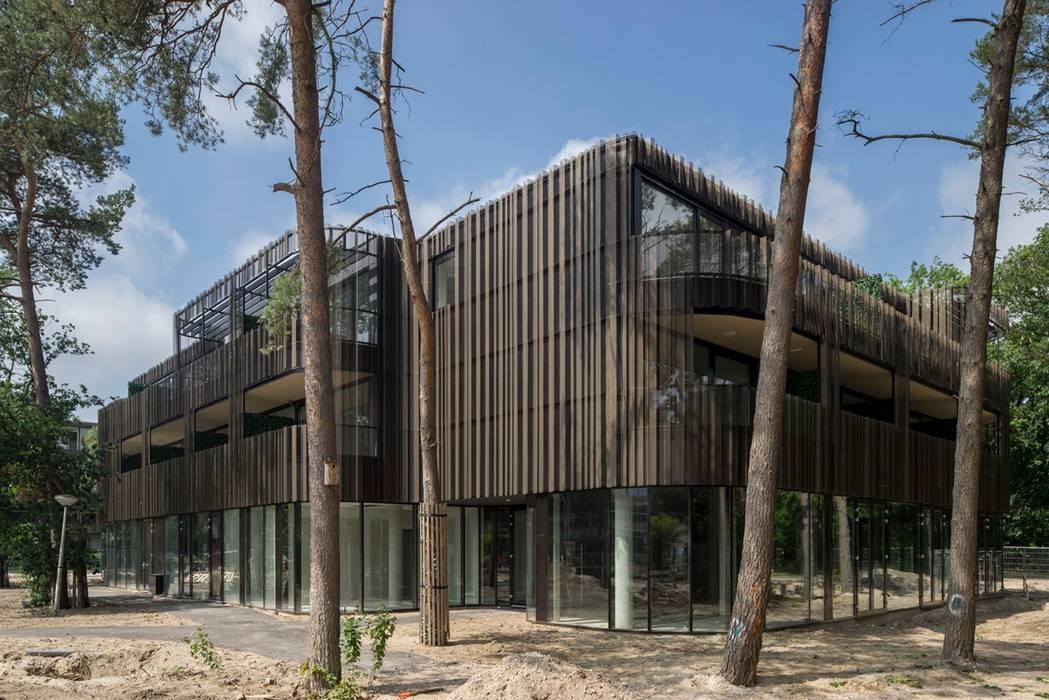 Multifunctionele accommodatie met zorgappartementen, horeca, sportzalen en muziekschool:  Gezondheidscentra door JMW architecten
