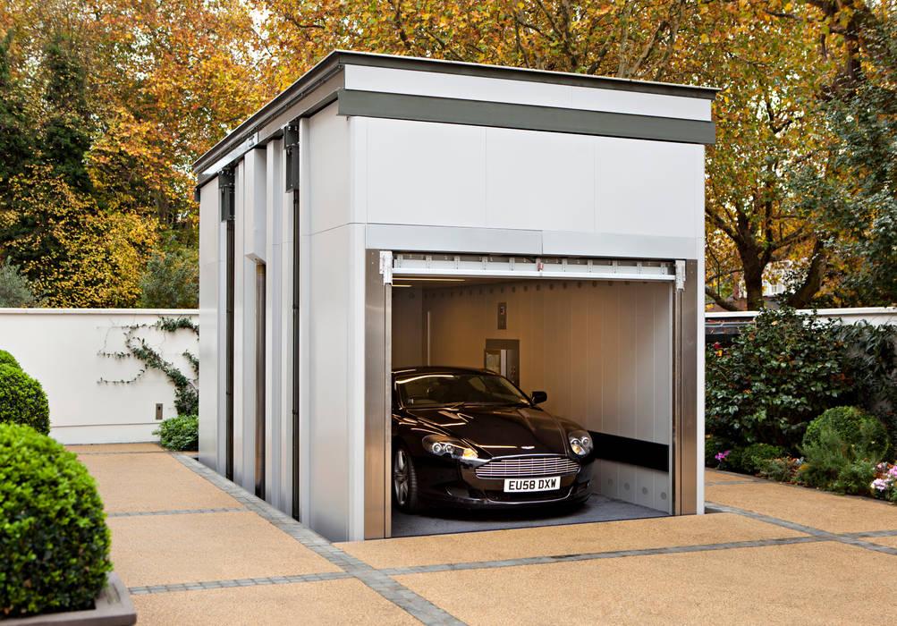 KSR Architects | Two Houses | Car lift Klassische Garagen & Schuppen von KSR Architects Klassisch
