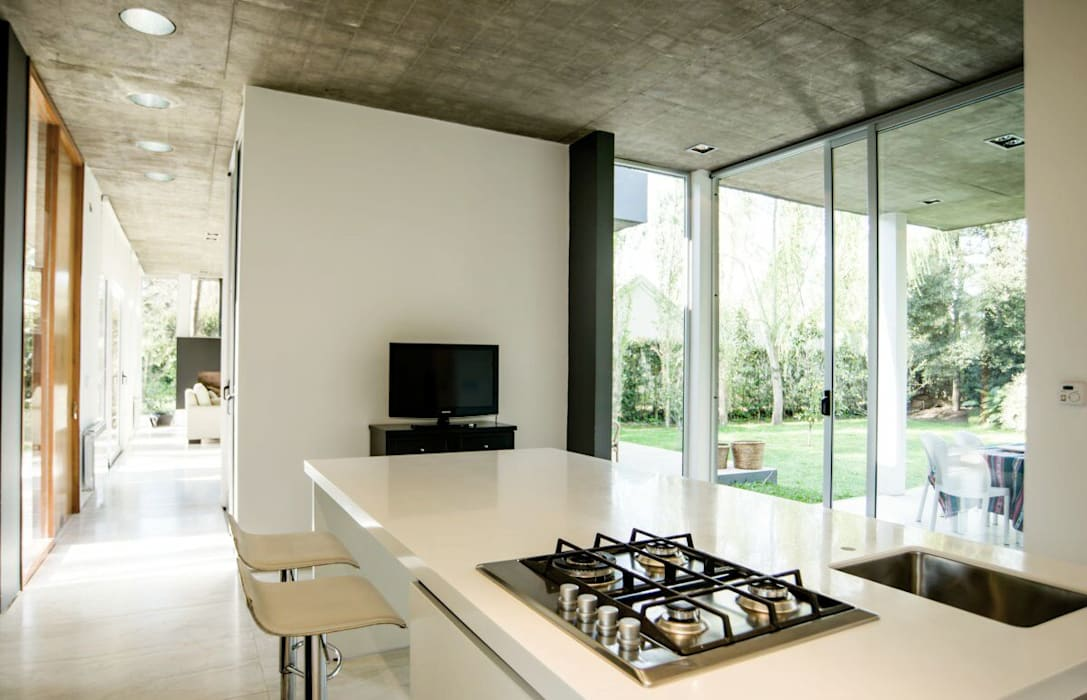 Casa AP: Cocinas de estilo  por Felipe Gonzalez Arzac ,