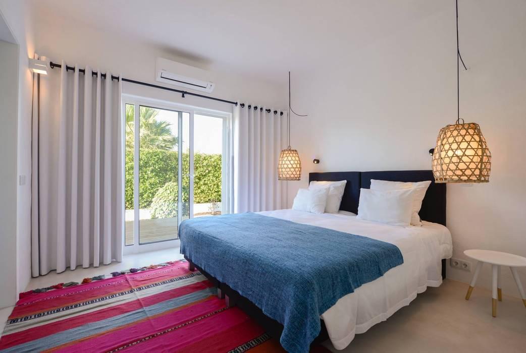 Dormitorios de estilo  por homify , Mediterráneo