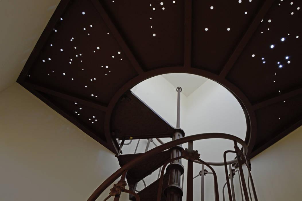 Il cielo boreale: Ingresso & Corridoio in stile  di NEARCH architecture & design