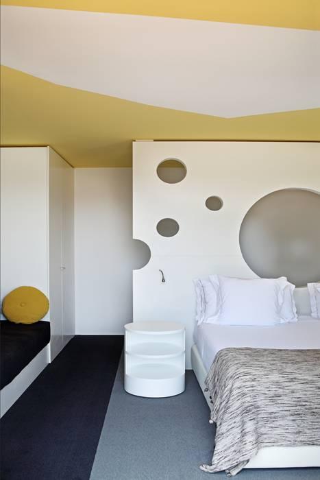 Hotels door Estudio de Arquitectura Teresa Sapey