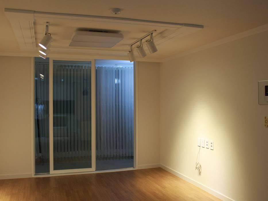 상봉 LG쌍용아파트 27PY 모던스타일 거실 by 디자인 컴퍼니 에스 모던