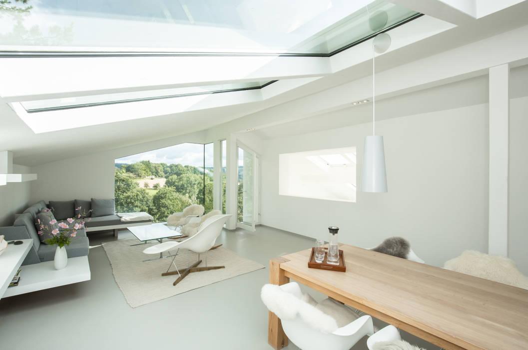 Sanierung einer dachgeschosswohnung moderne wohnzimmer von ...