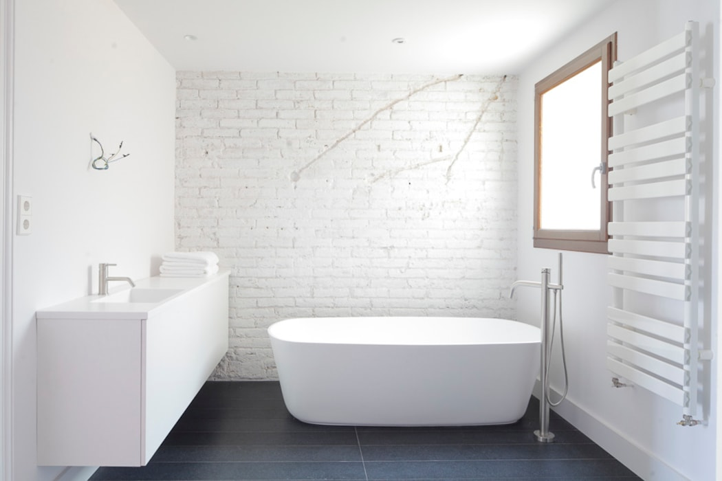 Eclectic style bathroom by Alex Gasca, architects. Eclectic