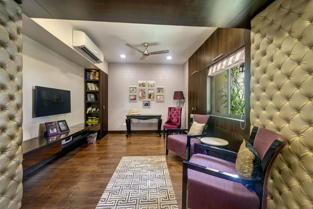 Agarwal Residence:  Living room by Spaces and Design