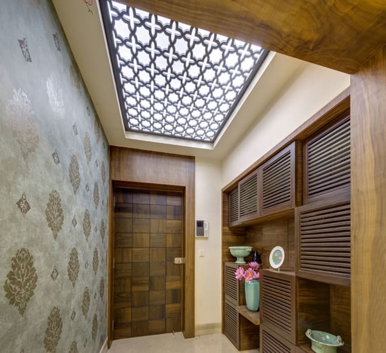 Agarwal Residence:  Corridor & hallway by Spaces and Design
