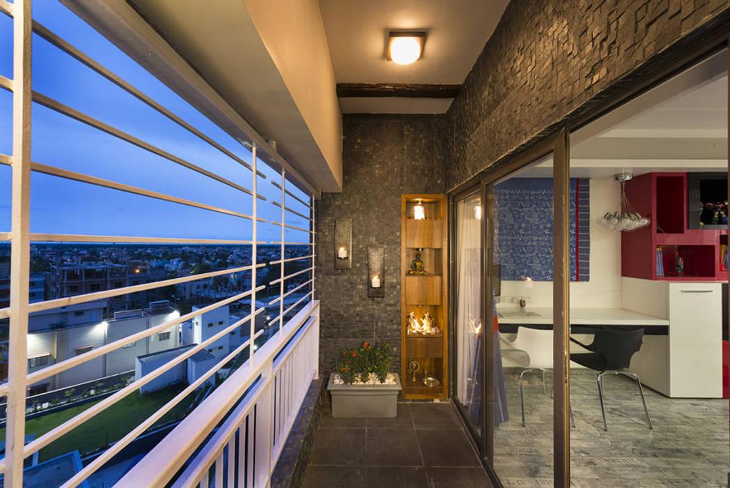 Balcones y terrazas de estilo moderno de Spaces and Design Moderno