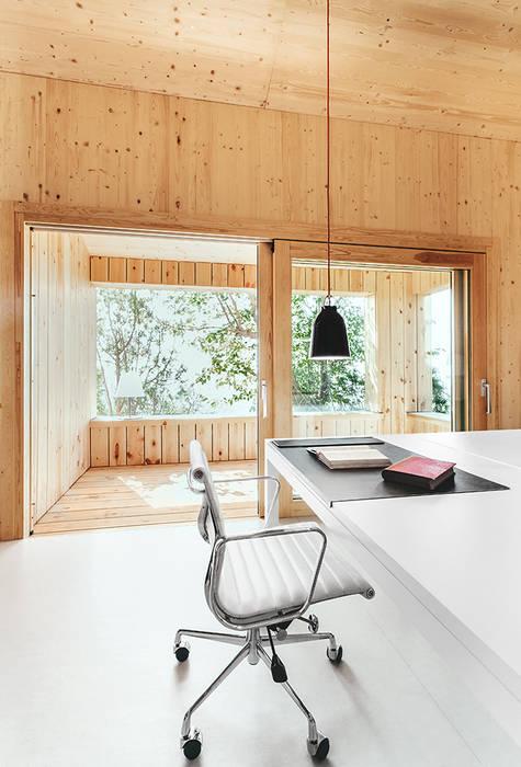 Estudios y despachos de estilo  por dom arquitectura