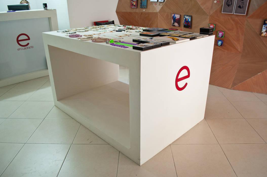 Mueble central de somos2 Moderno
