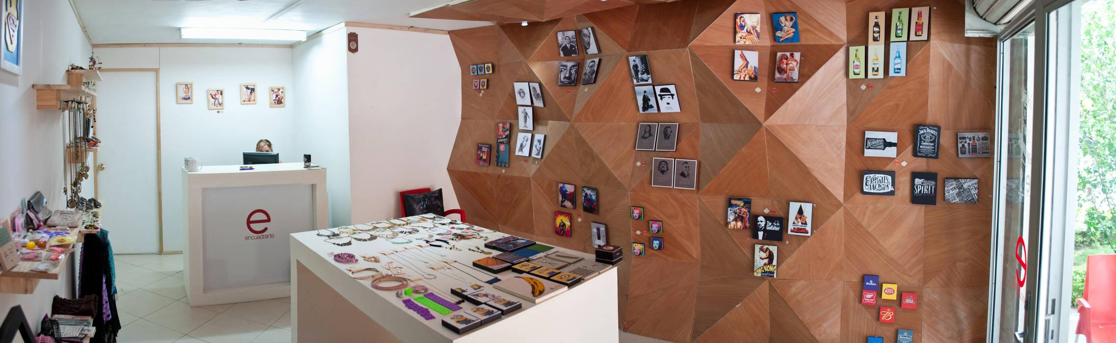 Tienda Encuadrarte : Oficinas y Tiendas de estilo  por somos2, Moderno