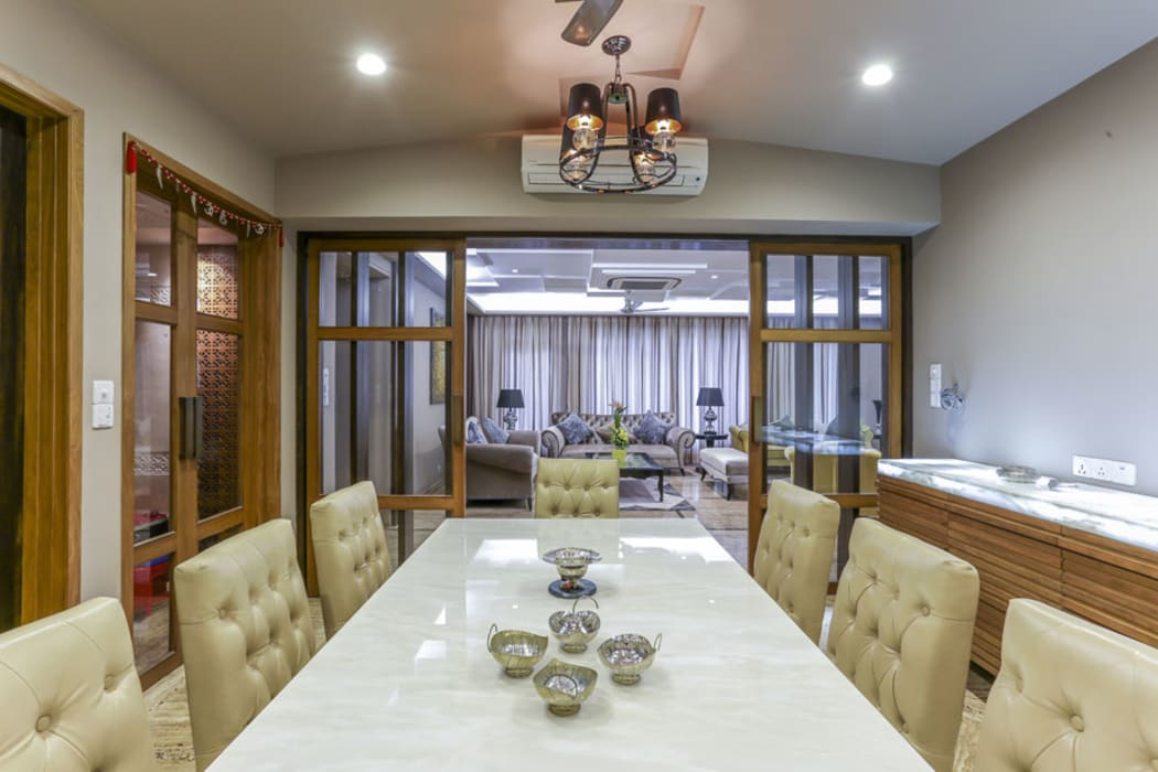Kabra House:  Dining room by Spaces and Design