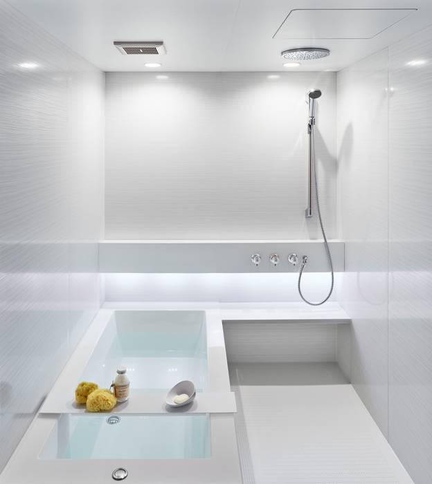生活感を出さないシステムバスルーム「ORIZZONTE/オリゾンテ」 OZ1616PW: 株式会社 和光製作所が手掛けた現代のです。,モダン プラスティック