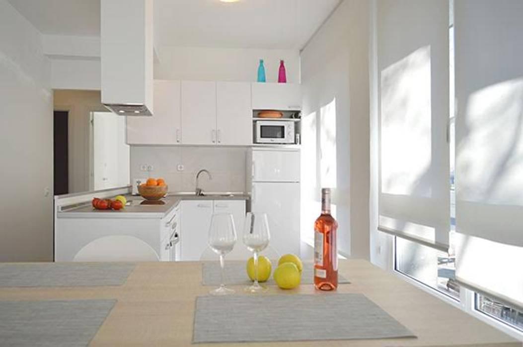 Cocina office piso Meridiana finalizada la reforma de REFORNOVA2009 Moderno