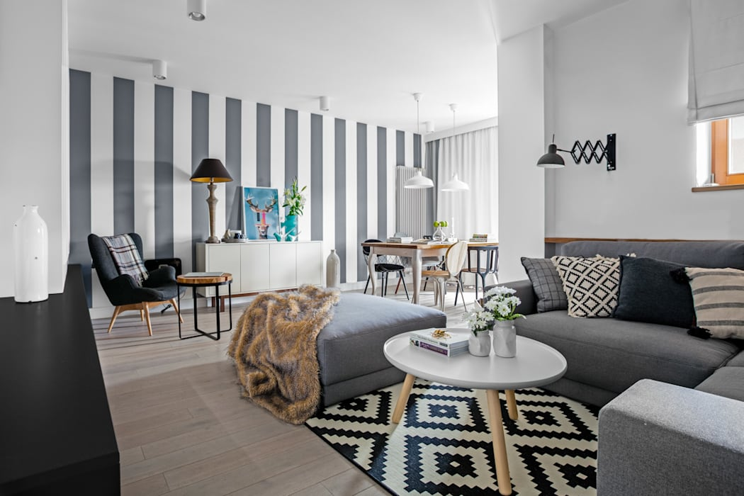 Living room by Ayuko Studio , Eclectic Fur White
