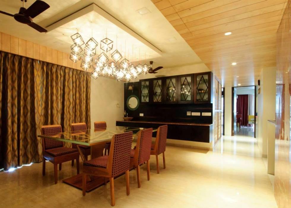 Mittal residence:  Dining room by andblack design studio,