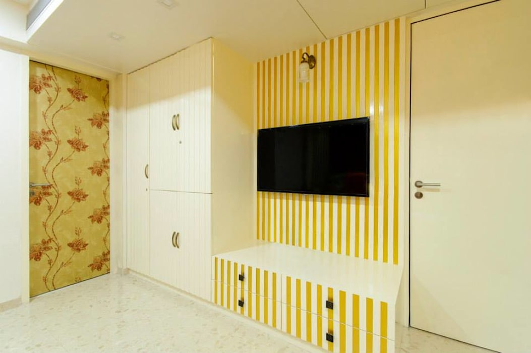 Mittal residence:  Bedroom by andblack design studio,