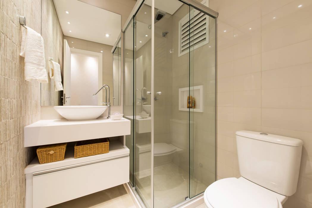APARTAMENTO GRENWOOD - 65,00m² Banheiros modernos por TRÍADE ARQUITETURA Moderno Cerâmica