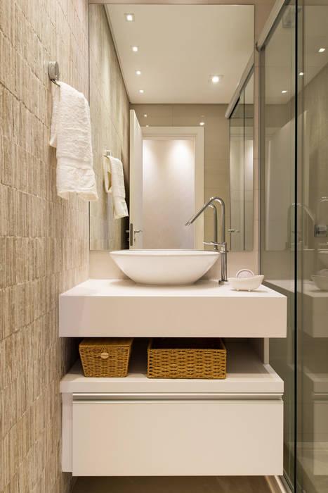 現代浴室設計點子、靈感&圖片 根據 TRÍADE ARQUITETURA 現代風 陶器