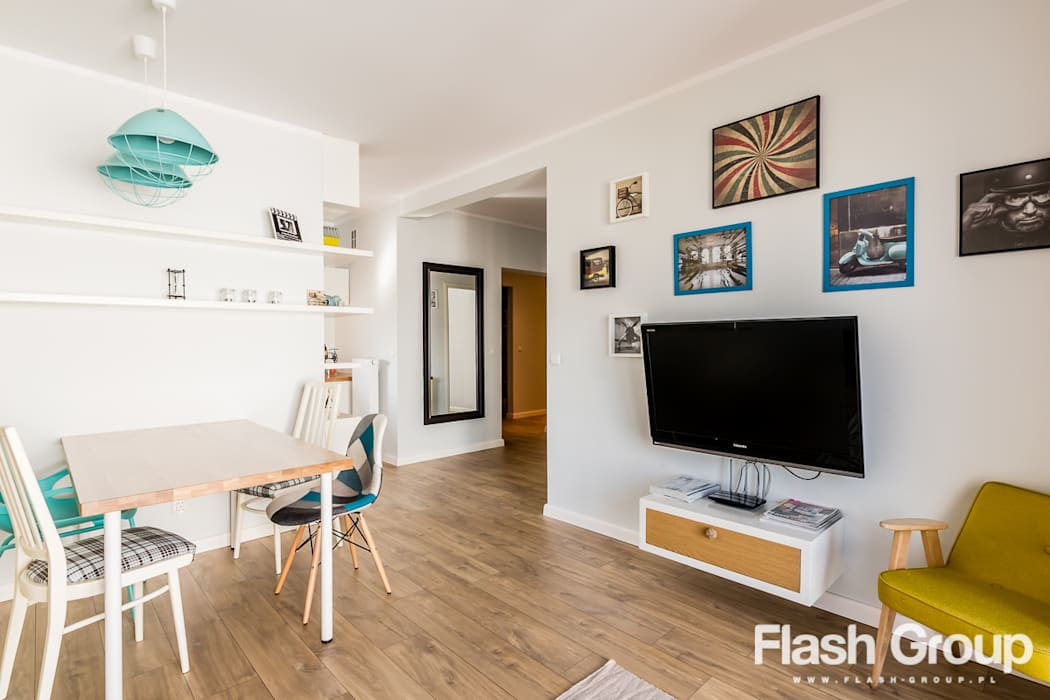TULCE | Mieszkanie pokazowe Eklektyczny salon od dekoratorka.pl Eklektyczny