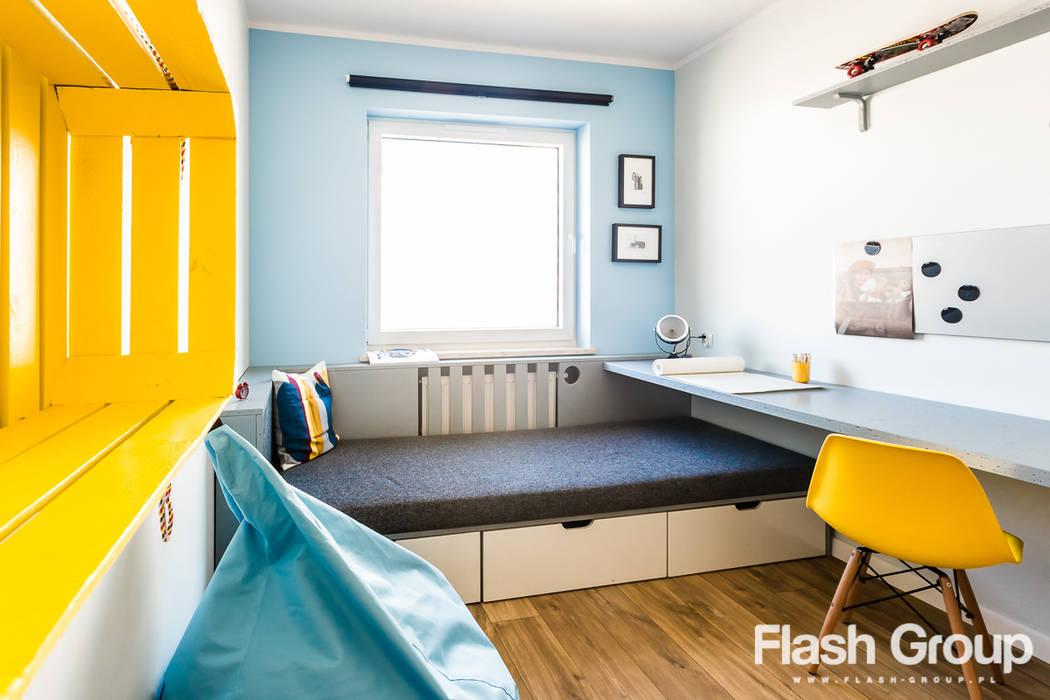 Dormitorios infantiles de estilo  por dekoratorka.pl,
