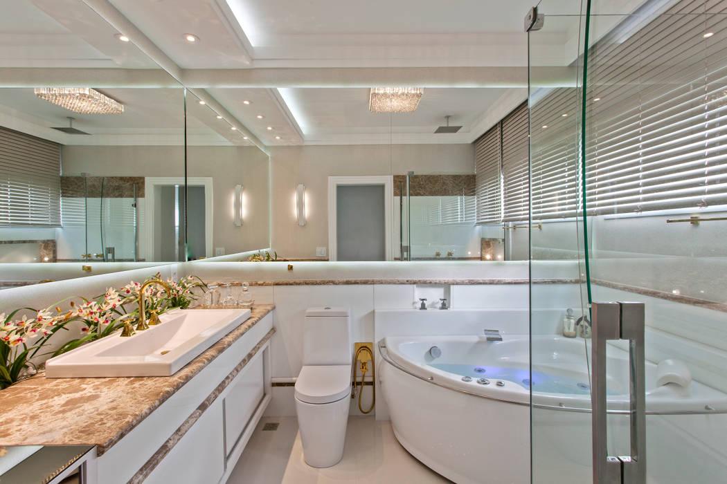 Casa Tripoli: Banheiros  por Arquiteto Aquiles Nícolas Kílaris,Moderno Mármore